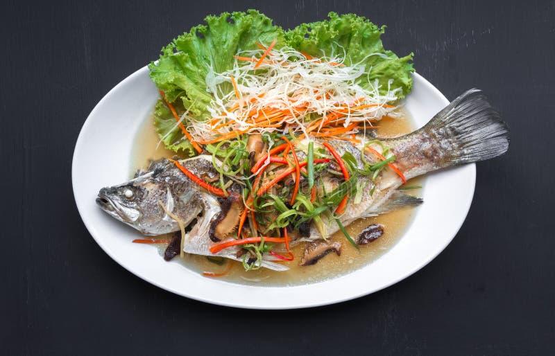 Snapper cotto a vapore con gli alimenti tailandesi della salsa di soia fotografia stock libera da diritti