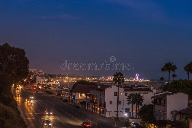 Snata Monica molo i Pacyfik autostrada w półmroku zdjęcia royalty free