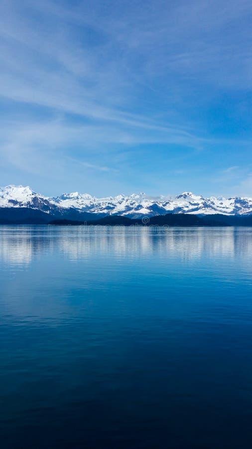 Sneeuw afgedekte bergen Alaska royalty-vrije stock foto