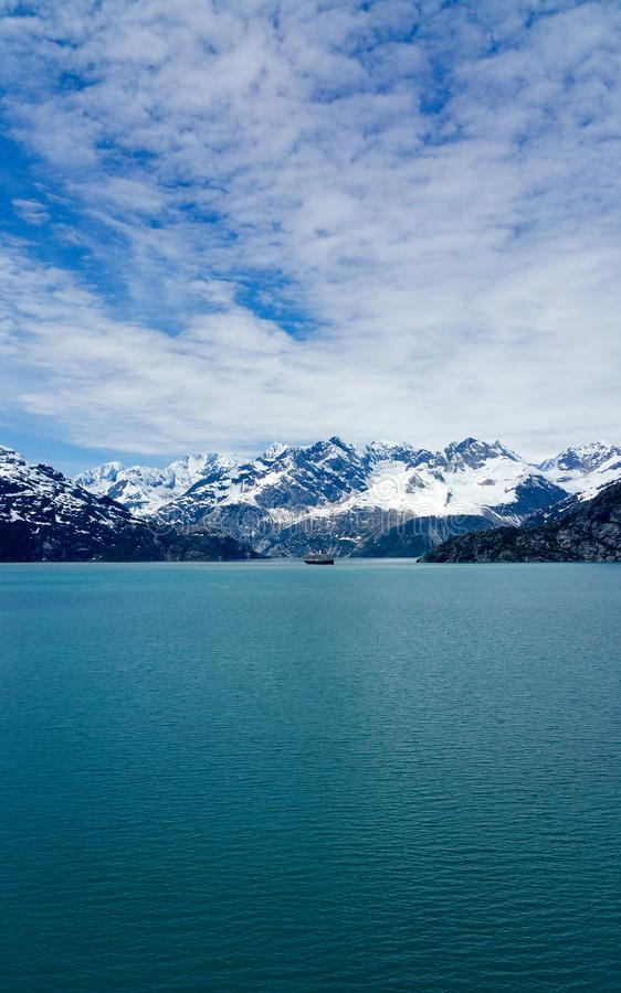 Sneeuw afgedekte bergen Alaska royalty-vrije stock fotografie