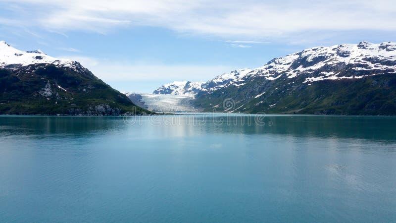 Sneeuw afgedekte bergen Alaska stock afbeeldingen