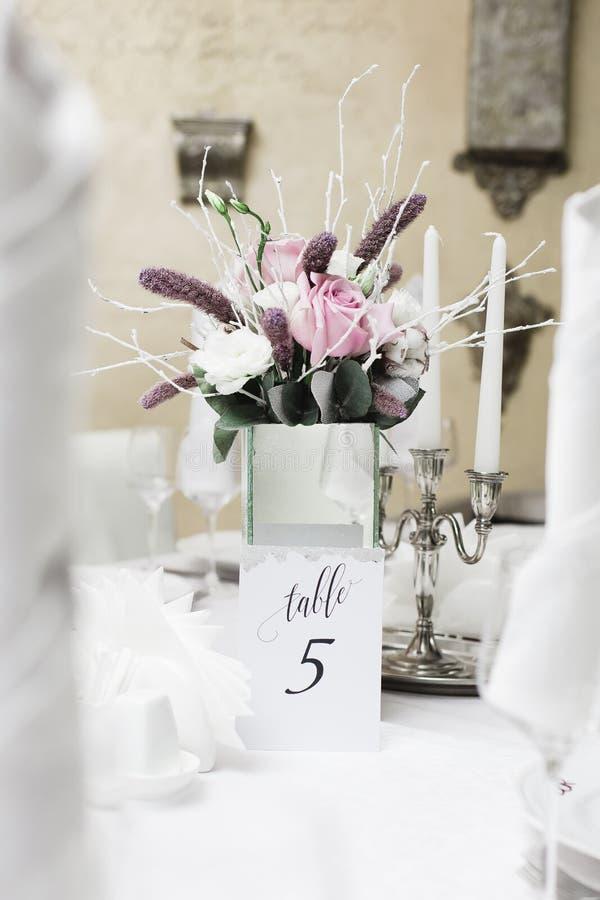 Sneeuw behandeld huwelijksboeket, decoratie stock afbeeldingen