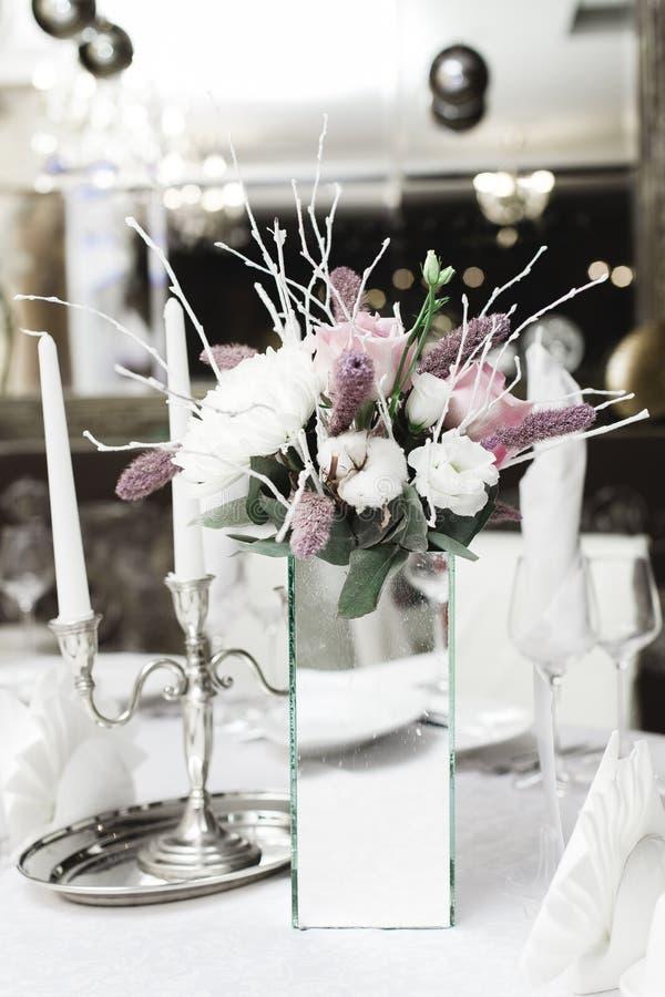 Sneeuw behandeld huwelijksboeket, decoratie stock foto's