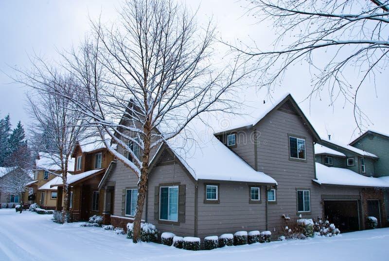 Sneeuw behandelde Huizen royalty-vrije stock fotografie
