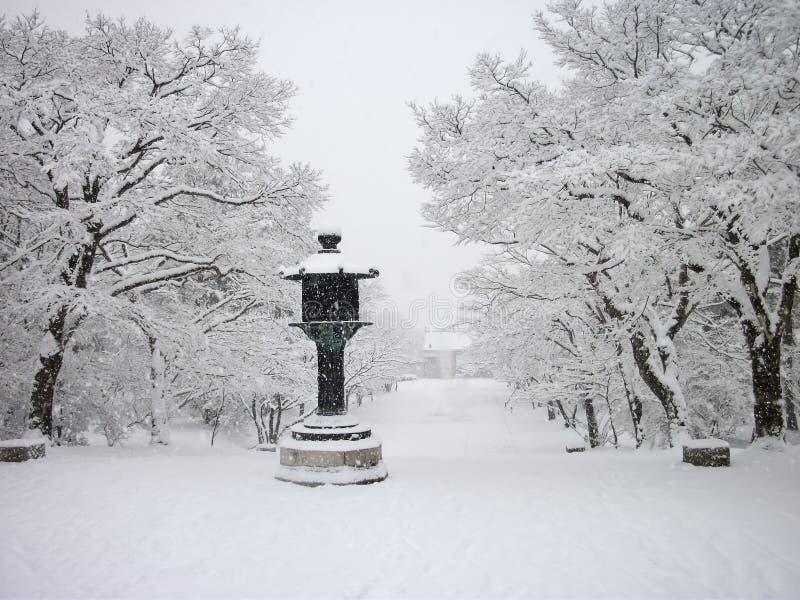 Sneeuw behandelde tempel, de winter in Kyoto Japan royalty-vrije stock afbeelding