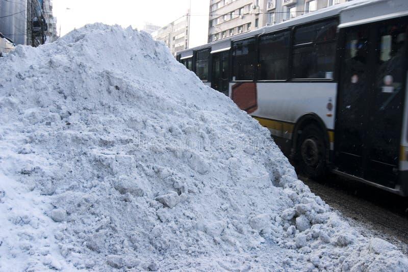 Sneeuw behandelde weg royalty-vrije stock foto