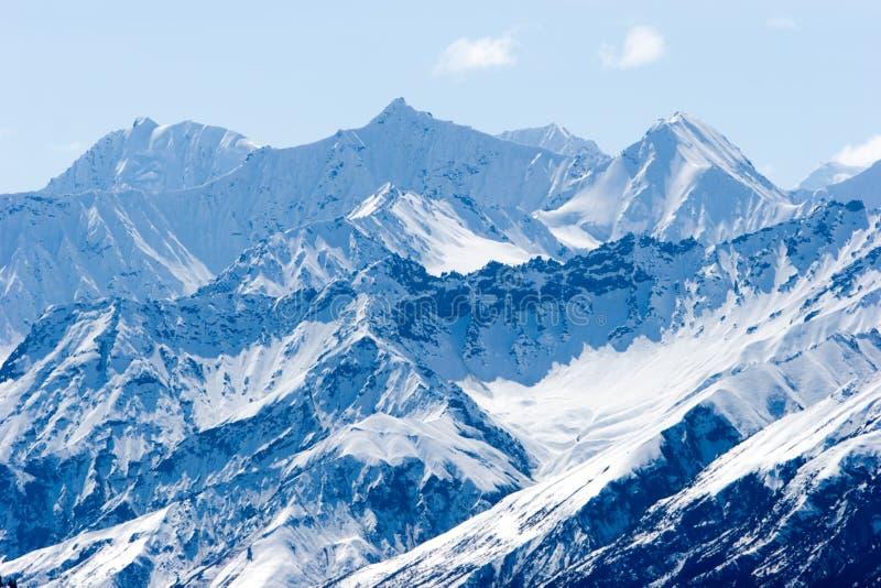 Sneeuw de bergpieken van Alaska royalty-vrije stock afbeelding