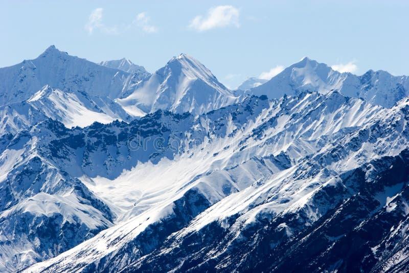 Sneeuw de bergpieken van Alaska royalty-vrije stock afbeeldingen