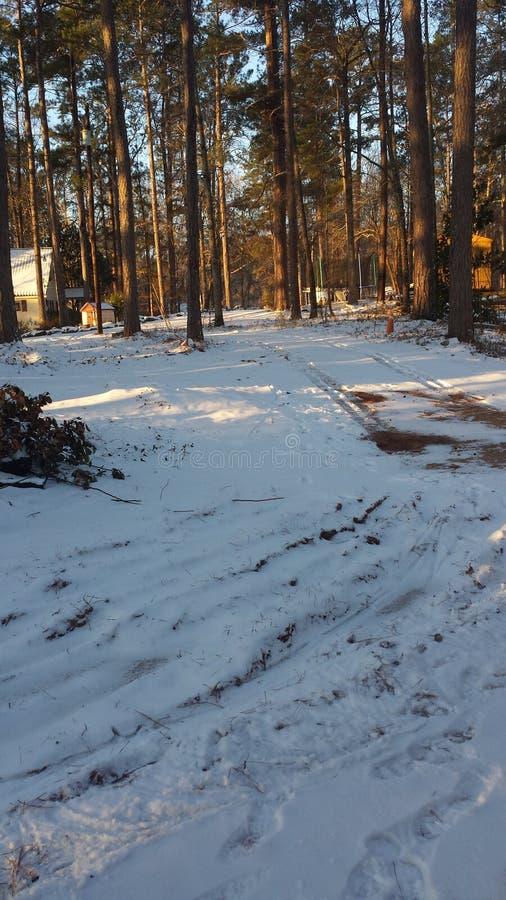 Sneeuw in de oprijlaan royalty-vrije stock afbeelding