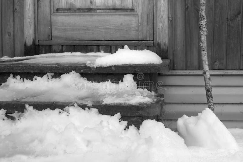 Sneeuw die dichtbij Deur smelten stock foto
