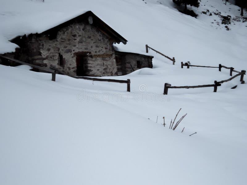 Sneeuw en berg royalty-vrije stock afbeeldingen