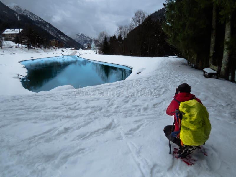 Sneeuw en berg stock afbeeldingen