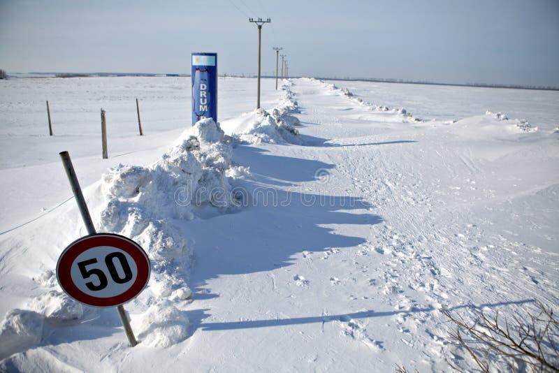 Sneeuw-geblokkeerde weg royalty-vrije stock foto