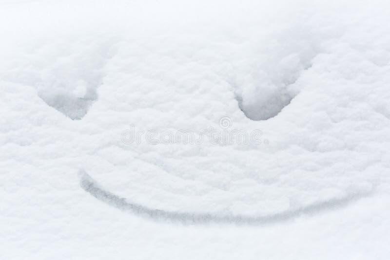 Sneeuw grappige achtergrond met een vrolijke glimlach, symbool van de winter, gelukkig beeld royalty-vrije stock foto