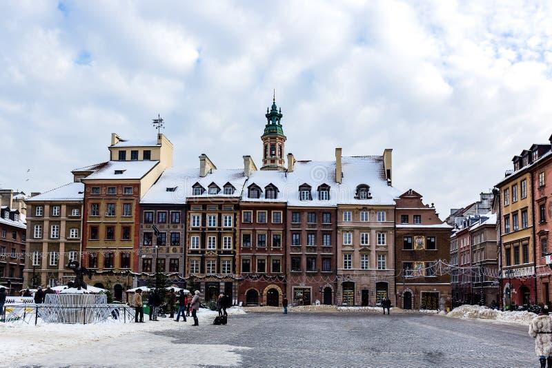 Sneeuw in Marktvierkant in oude stad Warshau, Polen stock foto's