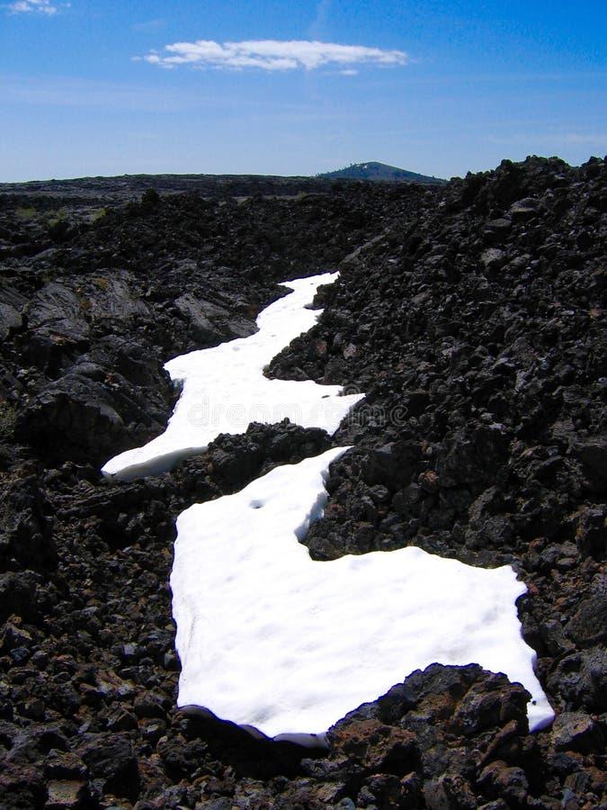 Sneeuw op lavabed bij Kraters van de Maan stock foto