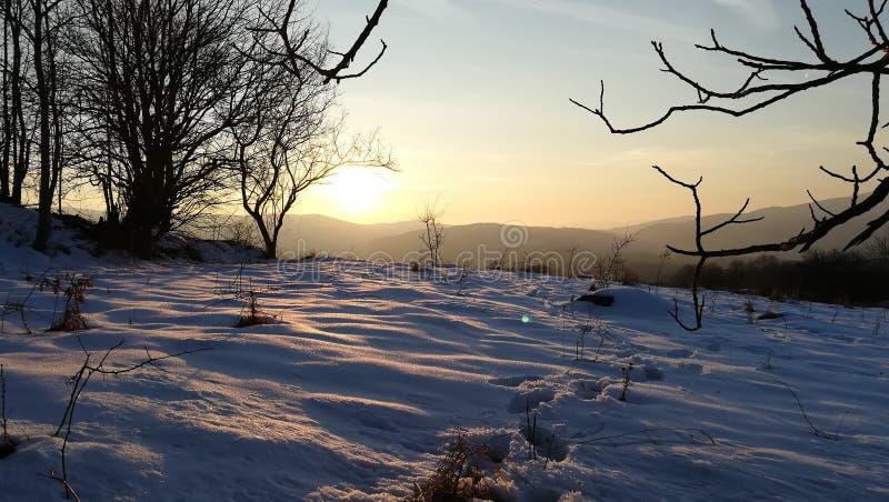 Sneeuwberg en zonsondergang royalty-vrije stock foto's