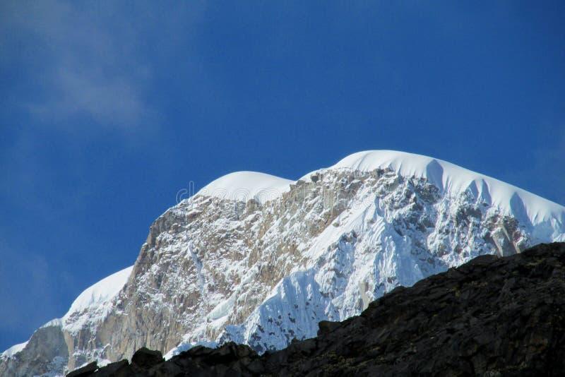 Sneeuwberg in Huascaran, Santa Cruz-trek in Peru royalty-vrije stock foto