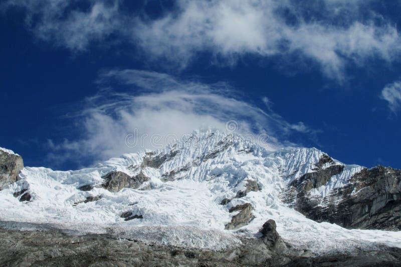 Sneeuwberg in Huascaran, Santa Cruz-trek in Peru stock foto