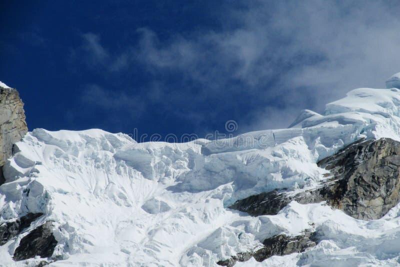 Sneeuwberg in Huascaran, Santa Cruz-trek in Peru stock foto's