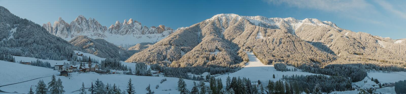 Sneeuwbergenbovenkanten royalty-vrije stock fotografie
