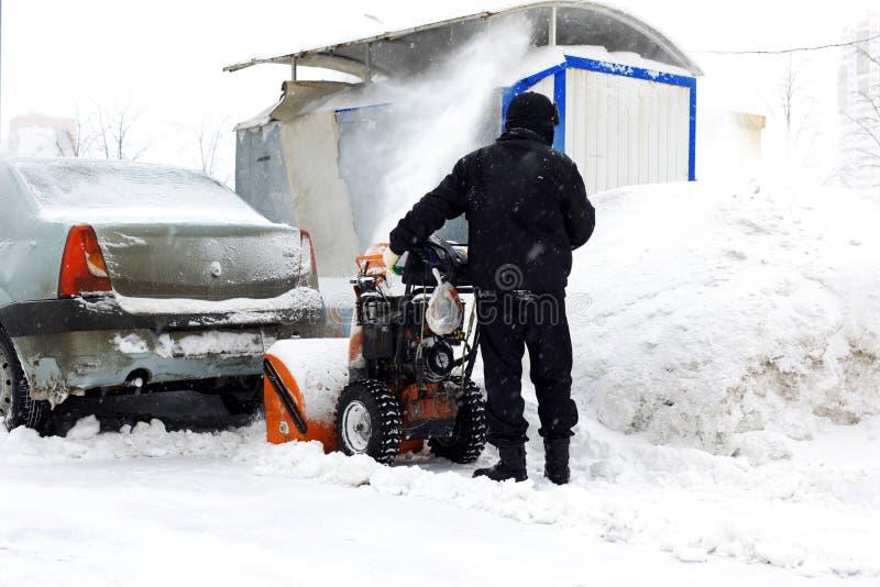 Sneeuwblazer in stad royalty-vrije stock foto's