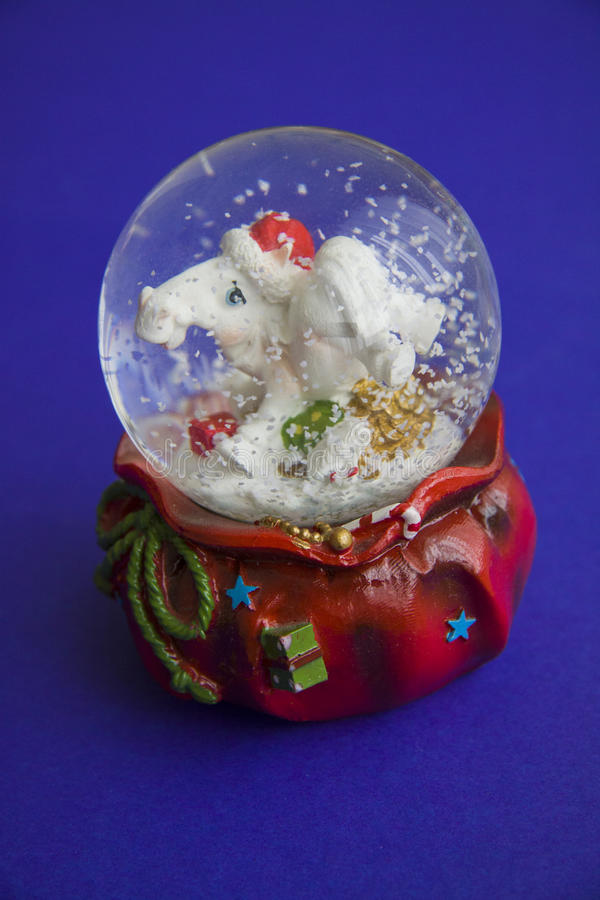 Sneeuwbol met verticaal paard, royalty-vrije stock afbeeldingen