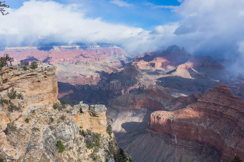 Sneeuwend in Grand Canyon, Arizona, de V.S. royalty-vrije stock fotografie