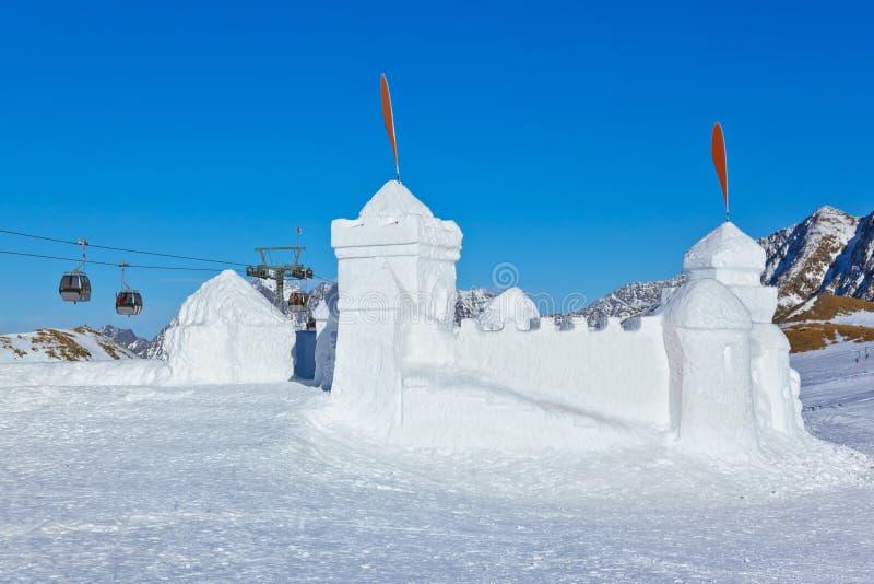 Sneeuwfort in de toevlucht van de bergenski - Innsbruck Oostenrijk royalty-vrije stock afbeelding