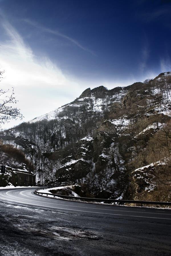 Sneeuwlandschap met weg stock foto's