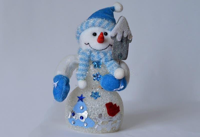 Sneeuwman door de Nieuwjaar horizontale achtergrond stock afbeelding