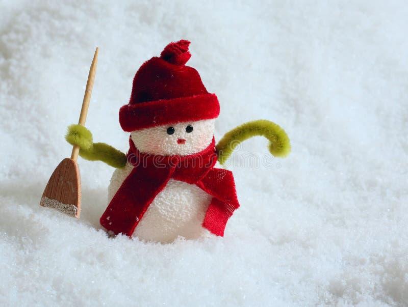 Sneeuwman in sneeuw stock afbeelding
