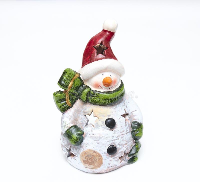Sneeuwman van close-up de decoratieve die Kerstmis met sjaal op witte achtergrond wordt geïsoleerd ceramisch Kerstmisbeeldje stock afbeeldingen