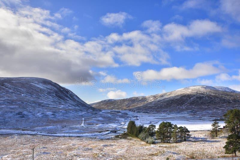 Sneeuwoktober-Landschap van de Schotse Hooglanden royalty-vrije stock afbeeldingen