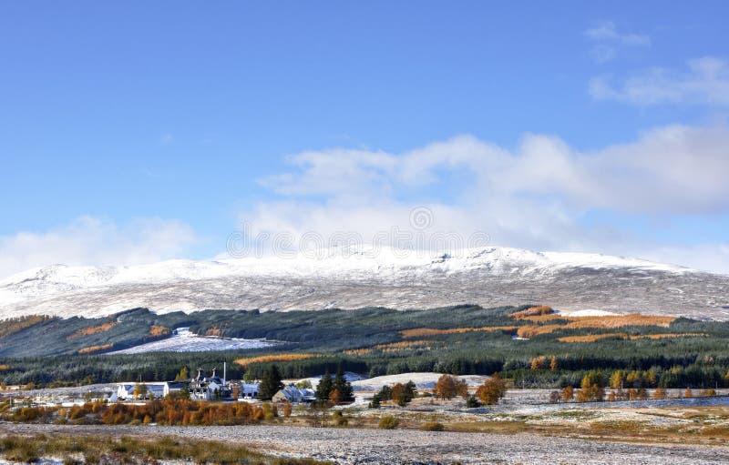 Sneeuwoktober-Landschap van de Schotse Hooglanden stock afbeelding