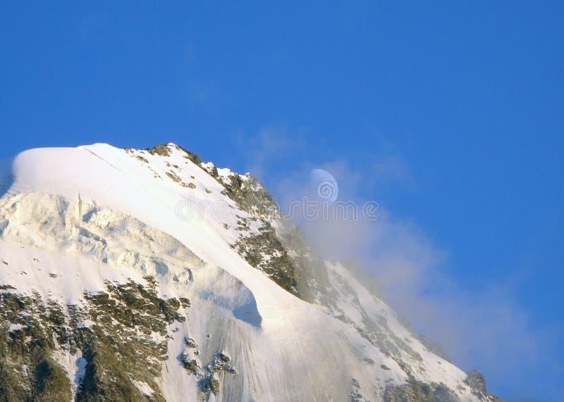 Sneeuwstorm op Bezenghi bij de bergen van de Kaukasus royalty-vrije stock fotografie