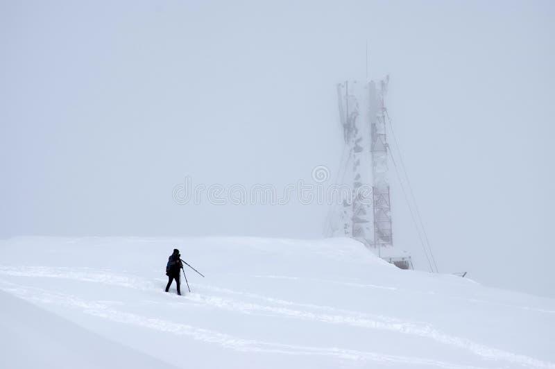 Sneeuwstorm op de bergbovenkant royalty-vrije stock foto