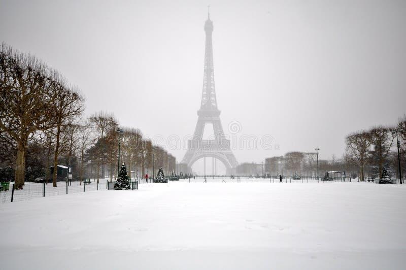 Sneeuwstorm in Parijs stock afbeelding