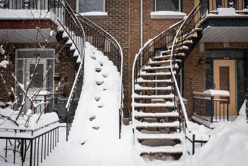 Sneeuwtreden stock afbeeldingen