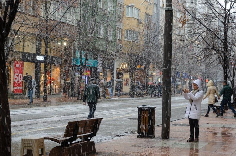 Sneeuwval in de stad stock foto's