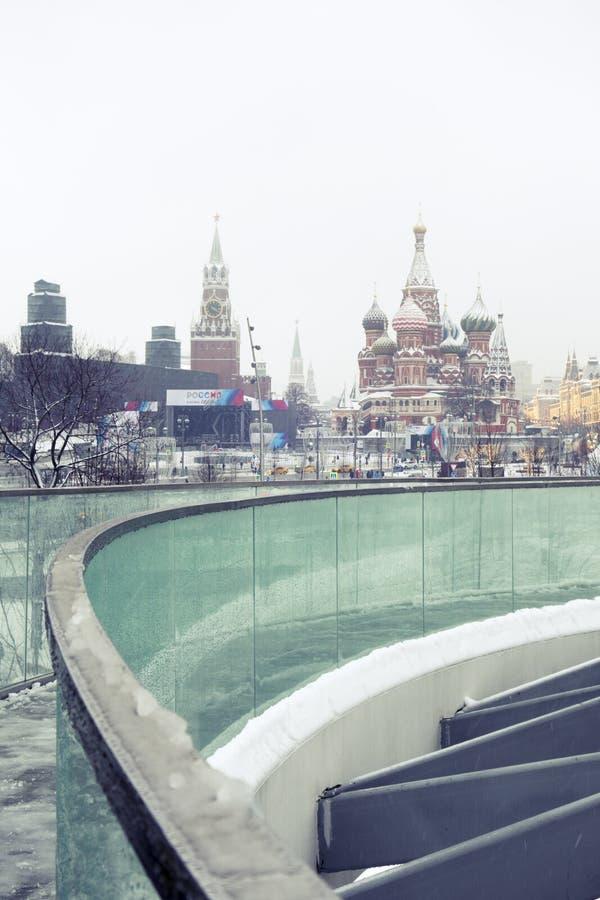 Sneeuwval in Moskou, Rusland De Russische winter stock afbeeldingen