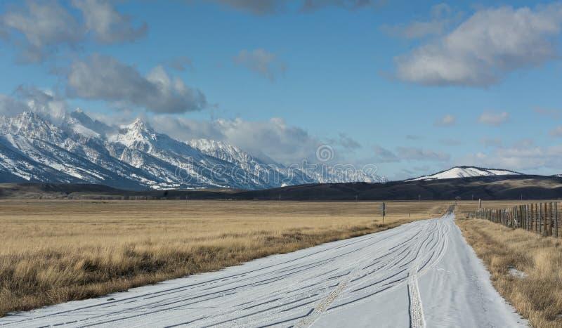 Sneeuwweg dichtbij Grote Tetons royalty-vrije stock afbeelding
