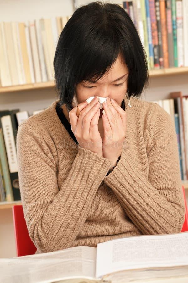 sneeze γυναίκα στοκ εικόνες