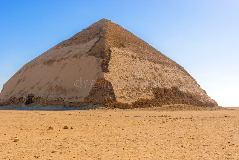 Sneferus Bent Pyramid, Dahshur, Al Jizah, Egypten royaltyfri bild