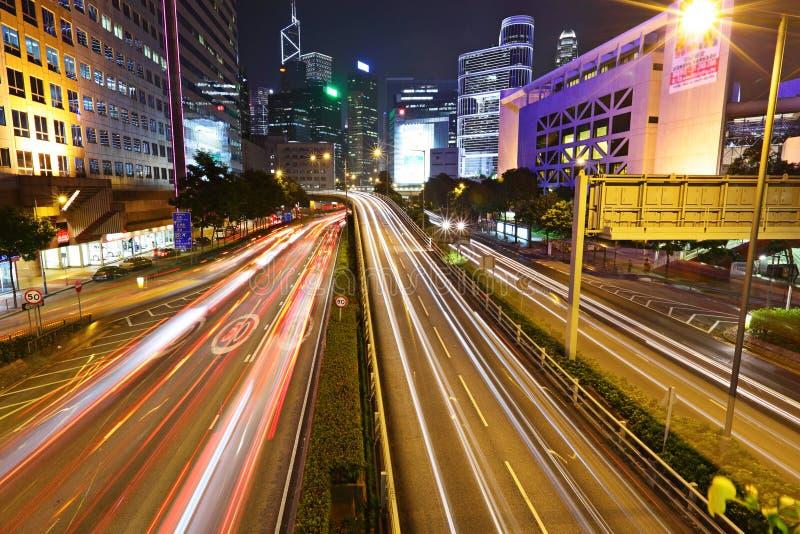 Snel bewegende auto's bij nacht royalty-vrije stock foto's