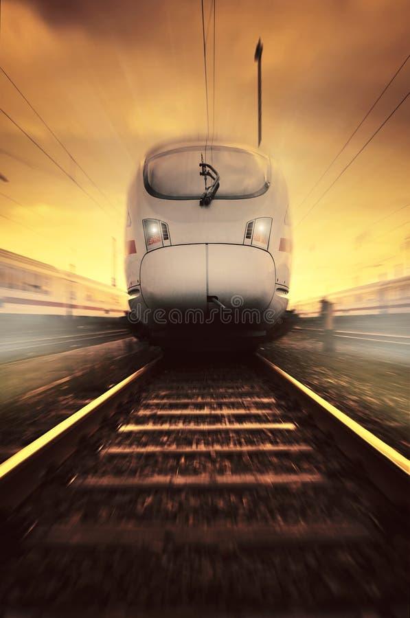 Snel bewegende trein royalty-vrije stock afbeelding