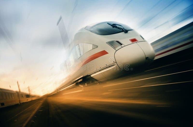 Snel bewegende trein