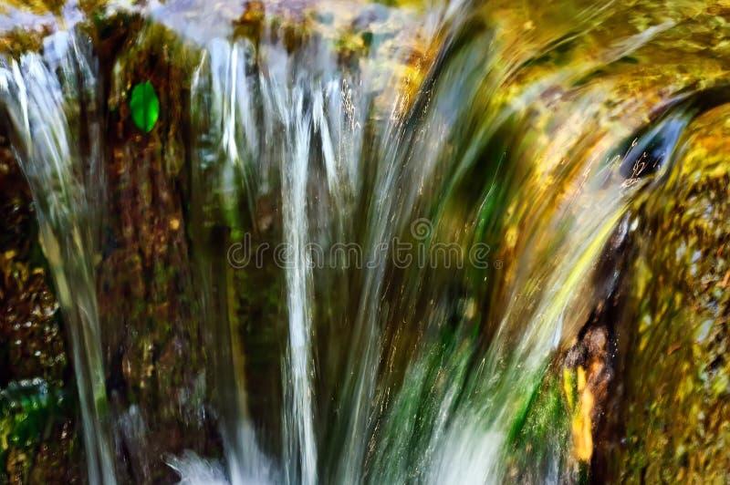 Snel stromend water stock afbeelding