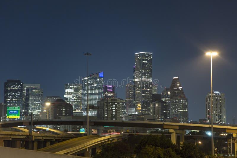 Snelheid de van de binnenstad van de de snelwegnacht van Houston stock fotografie