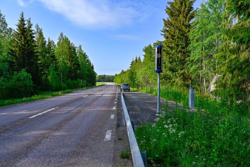 Snelheidscamera naast een rechte weg in Varmland Zweden royalty-vrije stock afbeeldingen